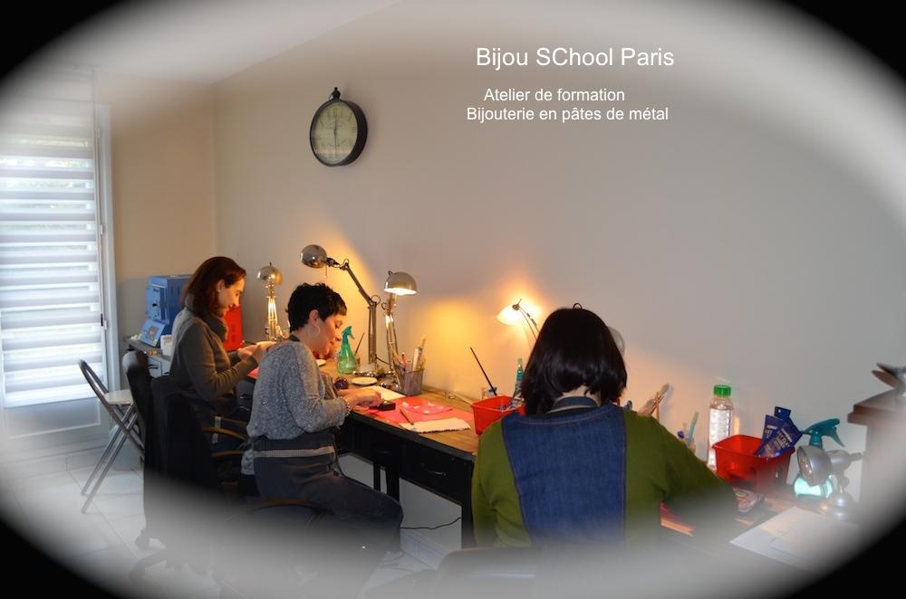 Les stagiaires en formation professionnelle à l`atelier BijouSChool Paris
